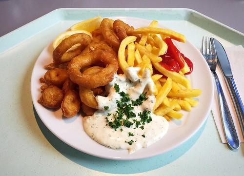 Baked calamari with remoulade & french fries / Gebackene Calamari mit Remoulade & Pommes Frites