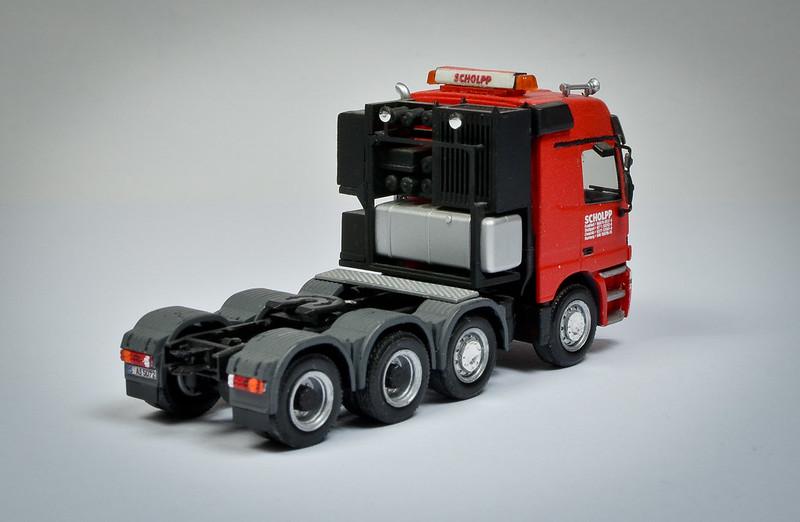 Camiones, transportes especiales y grúas de Darthrraul 33627833046_d04c513e07_c