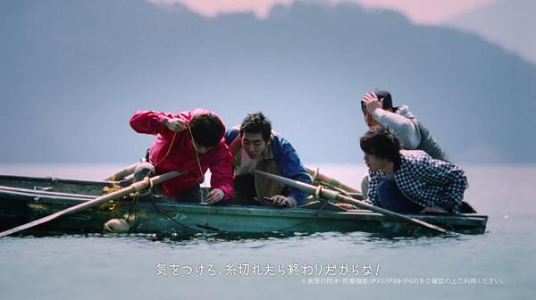 山崎賢人のGalaxy「昨日までを、超えてゆけ」水中をGalaxyで撮影しようと提案2