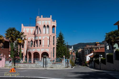 Edificios singulares en la calle prado picon de oviedo as for Calle prado jerez madrid
