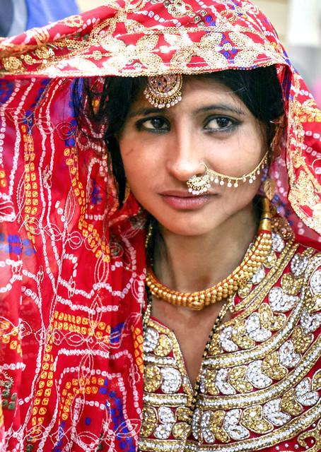 Gorgeously dressed woman in Jodhpur, India ジョードプル ゴージャスに着飾った色っぽい女性