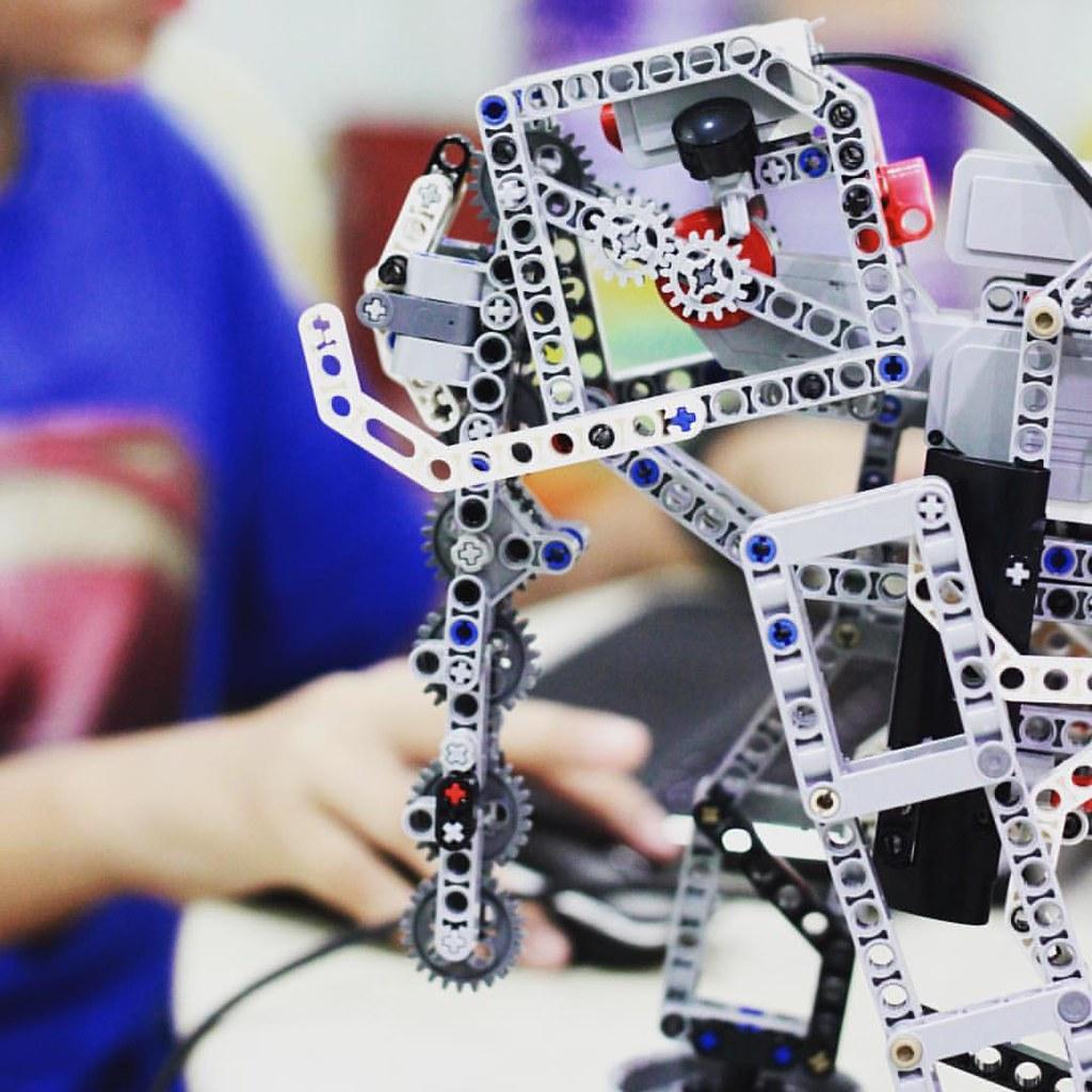 It's Aliveeeee! #elephant #mammoth #lego #robotic #ev3 #pr…   Flickr