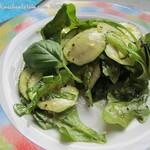 Zucchinisalat mit Basilikum, Rucola & Parmesan