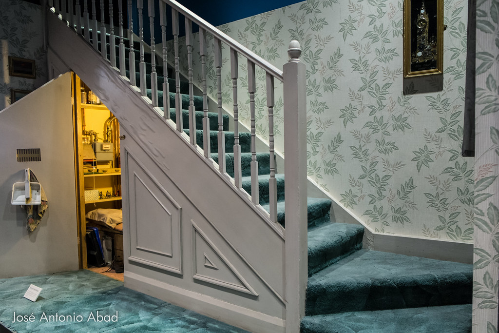 Cuarto bajo las escaleras casa de los dursley joseanabad flickr - Harry potter casa ...