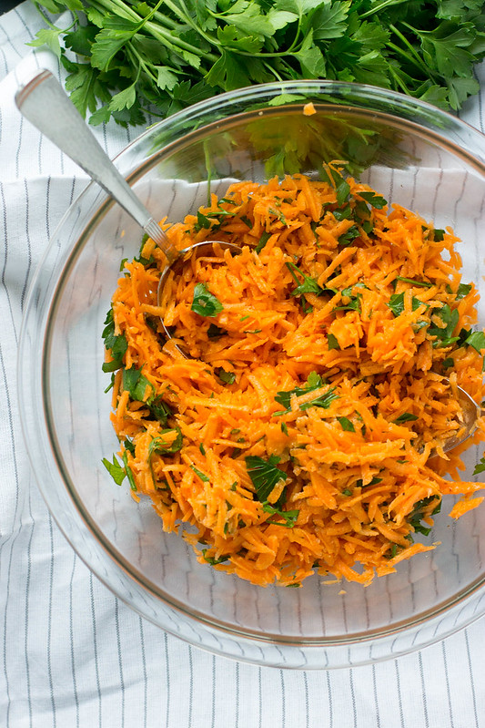 simple, refreshing french carrot salad