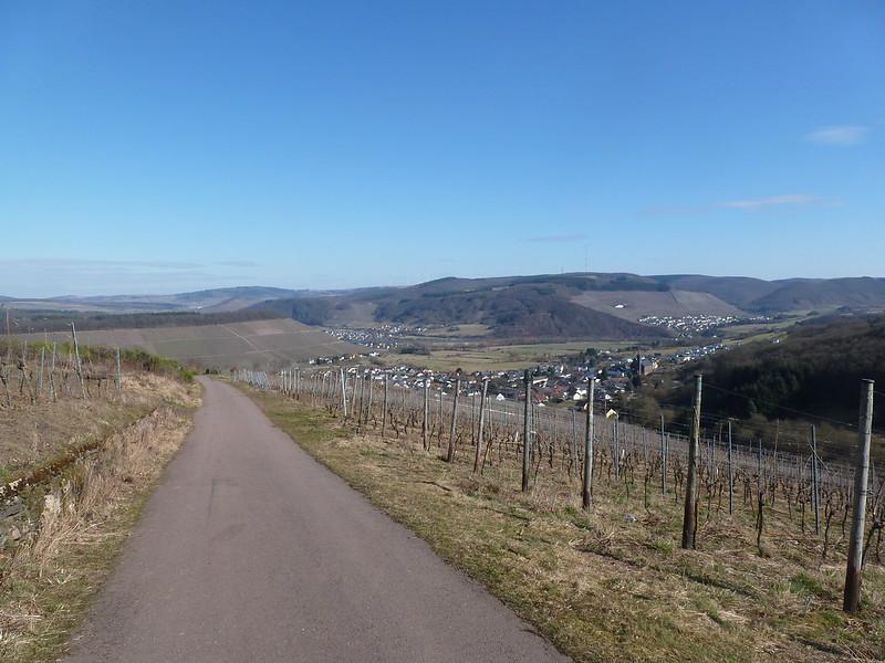 Blick ins Saartal mit Biebelshausen, Schoden, Ayl und Ockfen