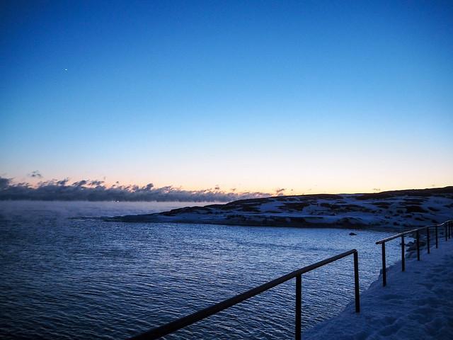 P1050752.jpgMerimaisemaTalviHelsinkiUunisaari,P1050748.jpgMerisumuSeafogHelsinkiFinlanduunisaari,P1050735.jpgUunisaariHelsinkiSUomi, finland, suomi, helsinki tips, visit helsinki, travel, matkat, ideat, vinkit, ideas, saari, island, winter, talvi, luonto, nature, pakkanen, freezing, snow, lumi, visit finland, kävellen uunisaareen talvella, walking to uunisaarin in winter, wintertime, talviaikaan, silta, bridge, meri usva, sumu, höyry, auringonlasku, sunset, ilta, evening, beautiful, kaunis, maisema, view, liuskasaari, silta talvella,
