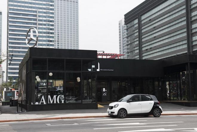 台灣賓士慶賀大台北成為全球smart city之一,推出貸款首期免付專案,並贈送4年4萬公里保養套裝,入主時尚小車就趁現在