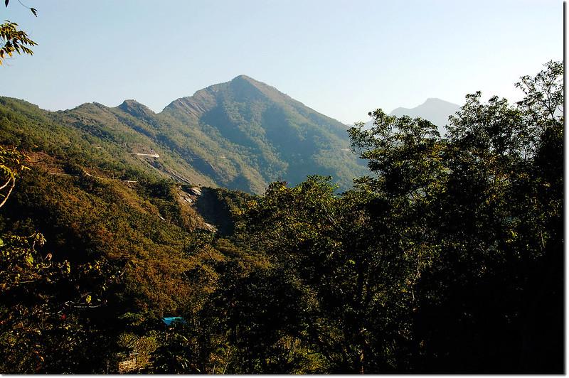 田良井步道北望德文山(右後為大母母山)