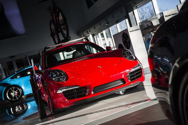 Porsche by Lucas Scarfone