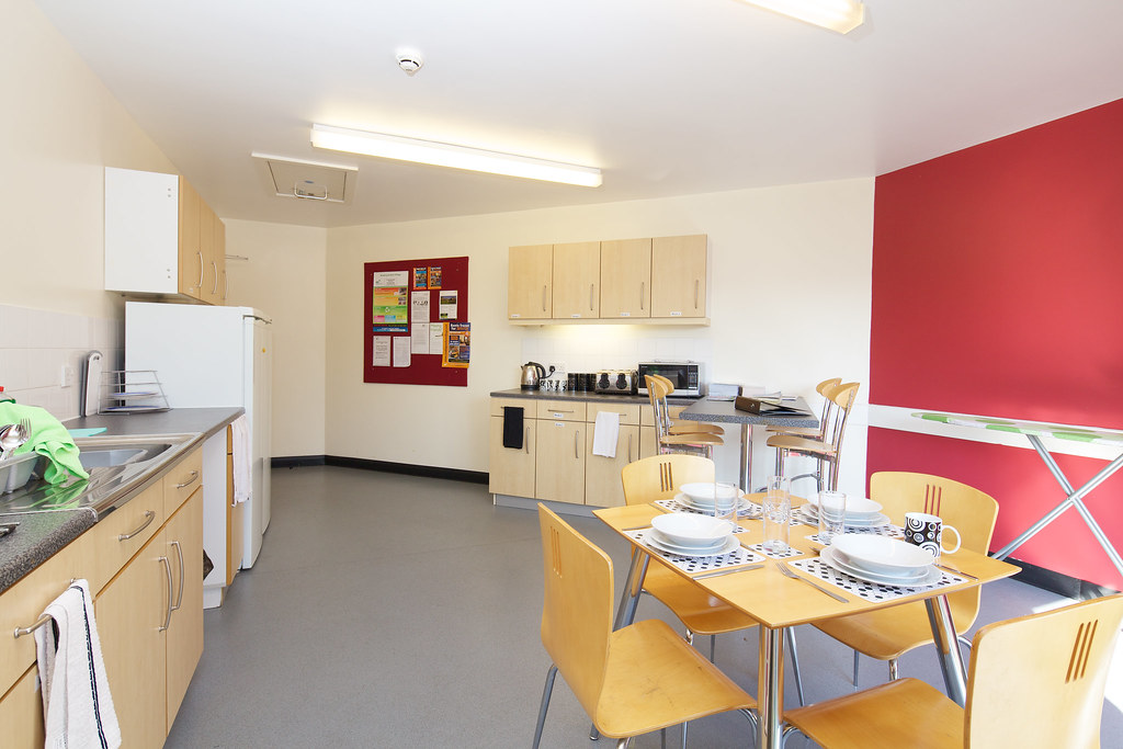 example kitchen and dining room in benyon hall www reading ac uk
