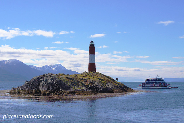 ushuaia lighthouse with cruise