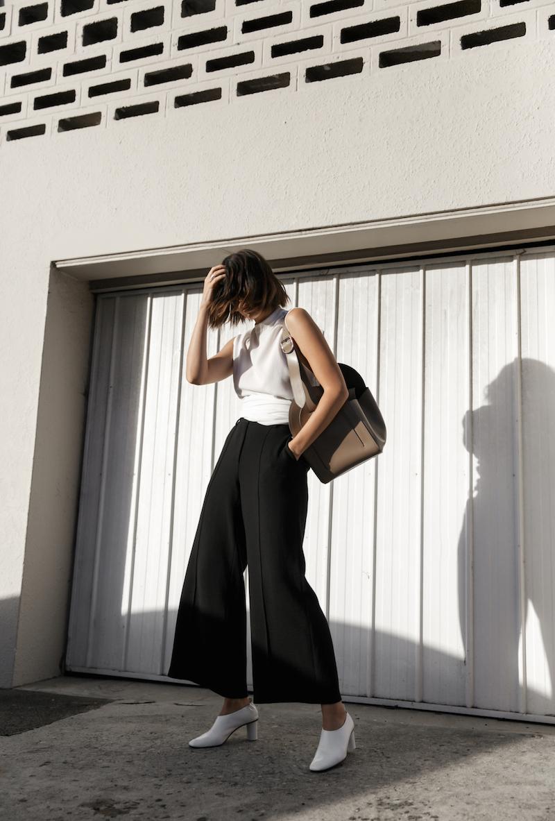 white pumps trend gray matters street style minimal monochrome fashion blogger mm6 maison margiela bucket bag kaity modern legacy instagram (1 of 14)