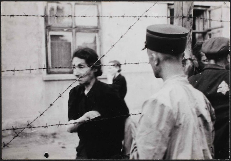 holocaust-lodz-ghetto-photography-henryk-ross-28-58e2060c6c00c__880
