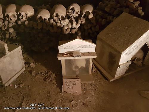 Cimitero delle Fontanelle - All different all the same