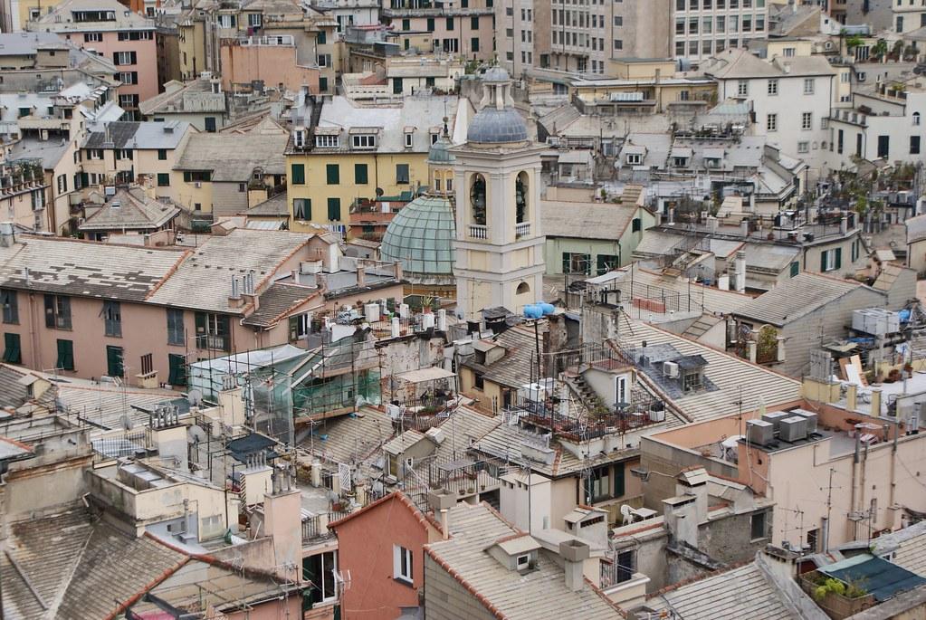 Vue sur les toits de Gènes depuis la terrasse panoramique du Palazzo Rosso.