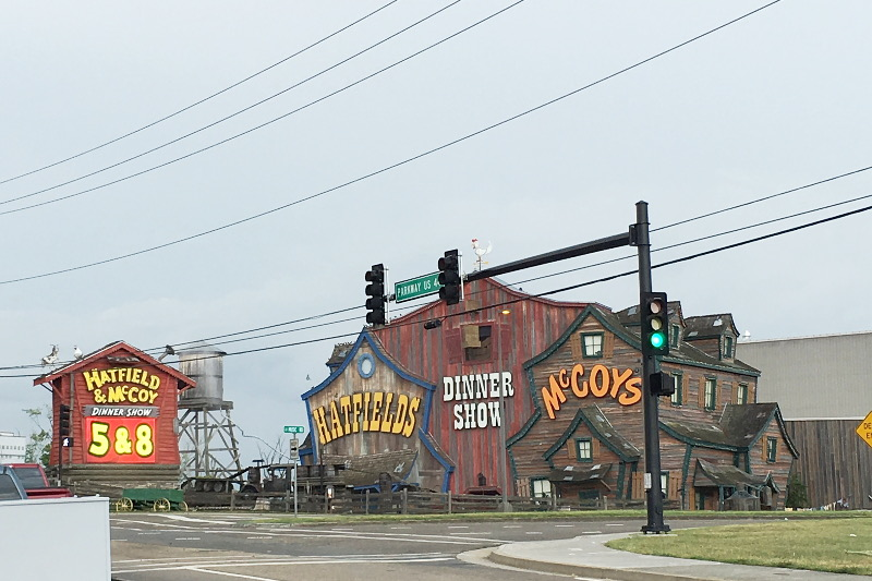 gatlinburg-dinner-show-hatfield-mccoy