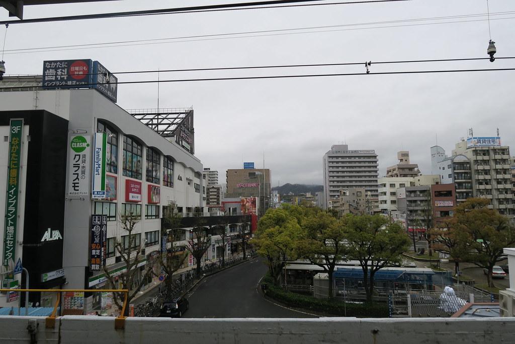 JR 兵庫站 往外看,今天天公不做美