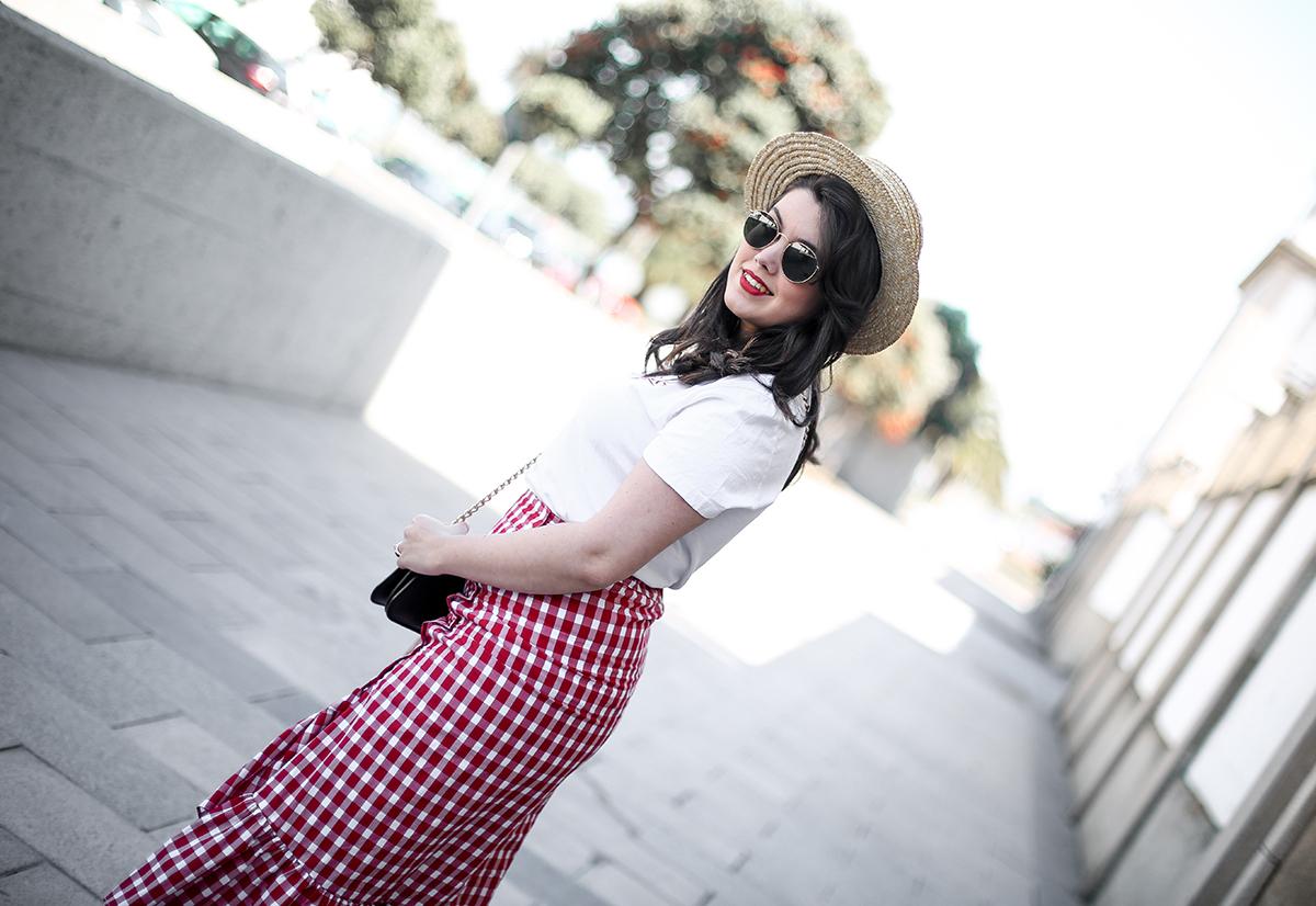 falda-cuadros-vichy-asimetrica-zara-look-jwanderson-farfetch-canotier-myblueberrynightsblog9