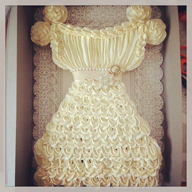 I never do these pull apart cupcake cakes but i had a cli for Wedding dress cupcake cake