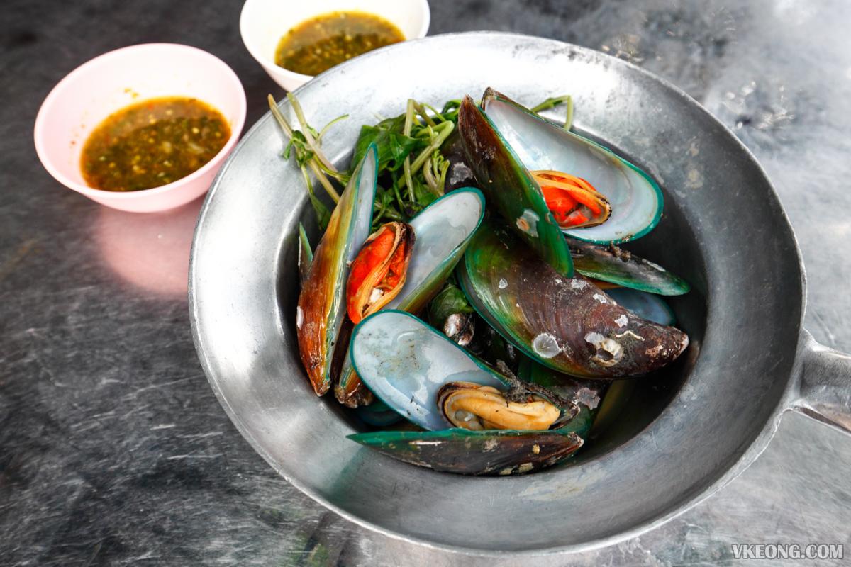 Somsak Pu Ob Boiled Mussels