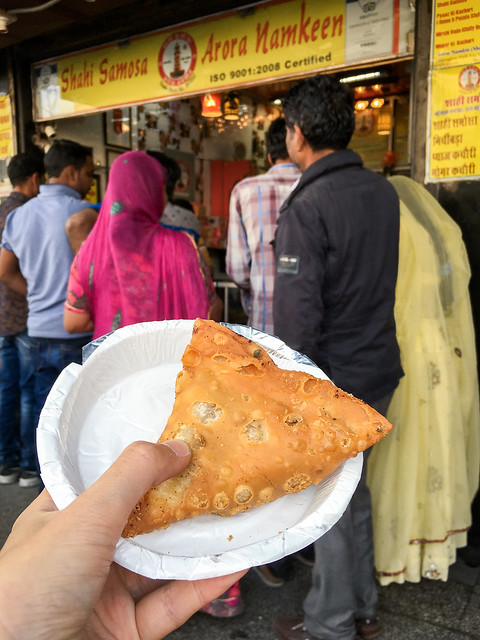 Yummy samosa in Jodhpur, India ジョードプル とても美味しかった人気店のサモサ