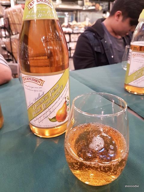 Sparkling organic pear juice