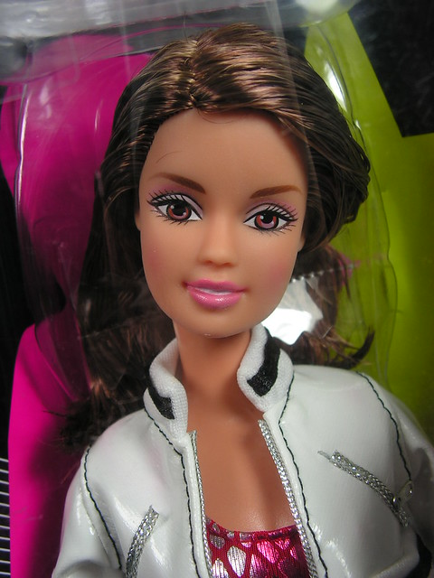 2005 Barbie Fashion Fever Girls Aloud Teresa J5476 (1)