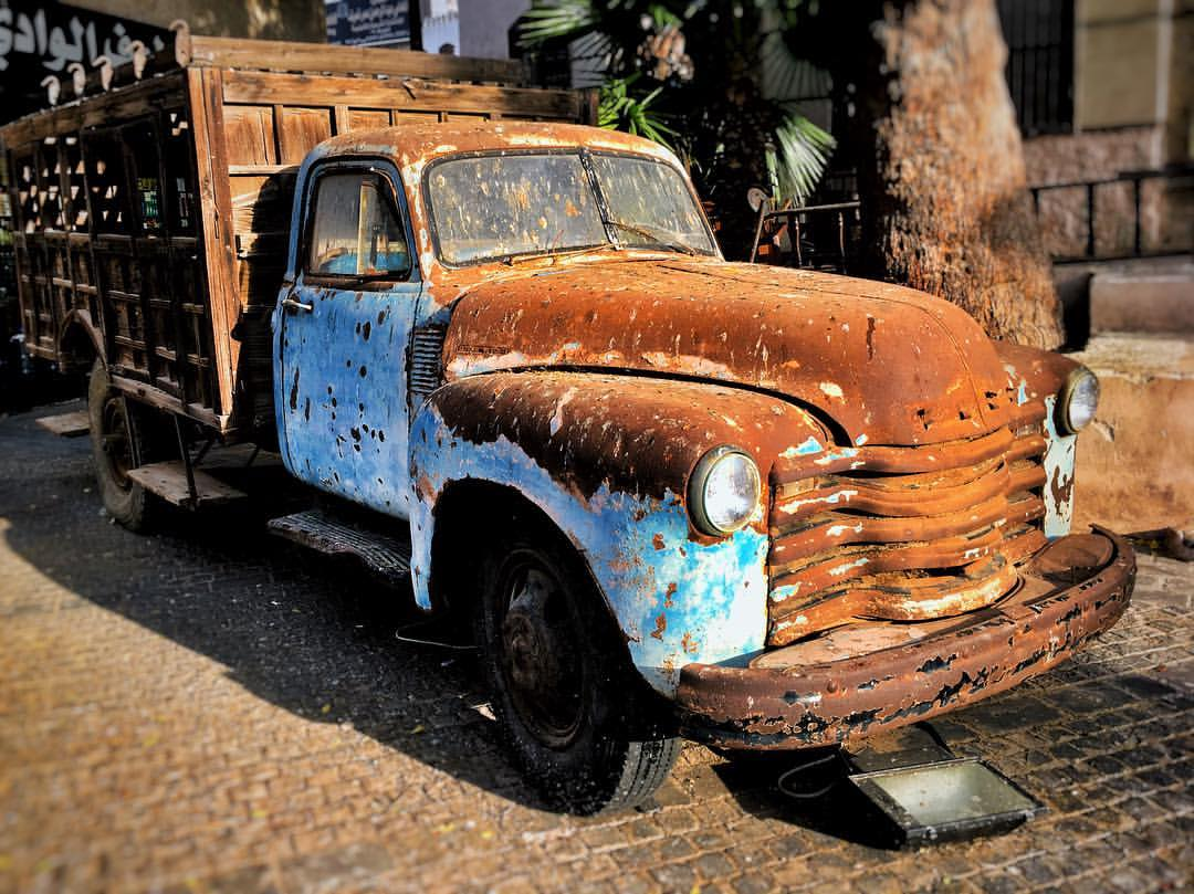 A fine old Ford, rusting merrily in old Riyadh.
