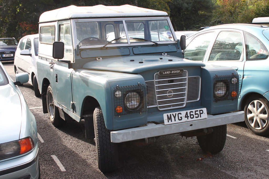 land rover 1 land rover parked at heath park cardiff. Black Bedroom Furniture Sets. Home Design Ideas