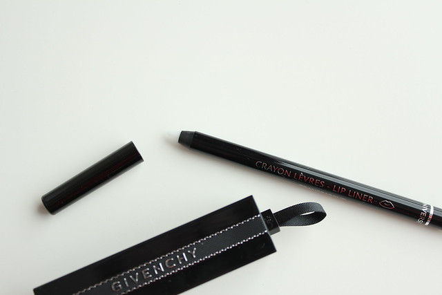 Givenchy Rouge Interdit in No.13 Rouge Interdit and Lip Liner in No.11 Universel Transparent review and swatches