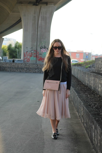 midi-skirt-and-calvin-klein-sweater-whole-outfit-wiebkembg