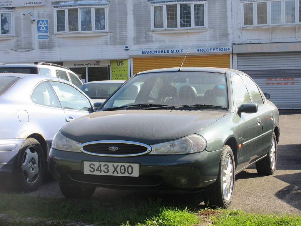 ... 1999 FORD MONDEO GHIA X   by old-surrey-cars