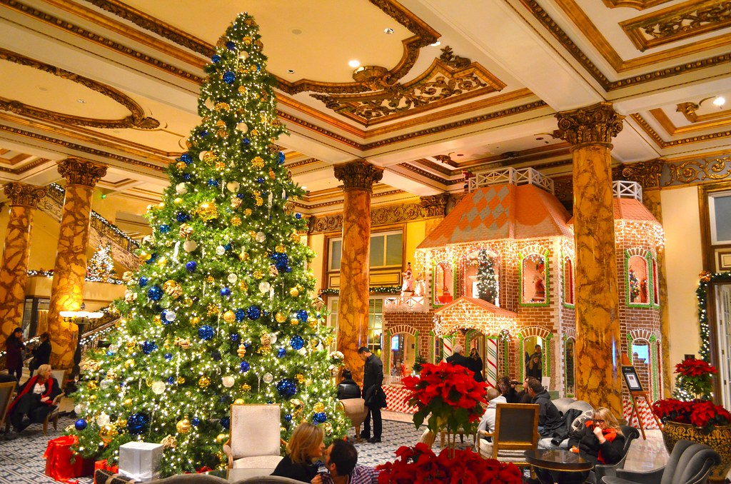 Christmas Tree And The World S Largest Gingerbread House
