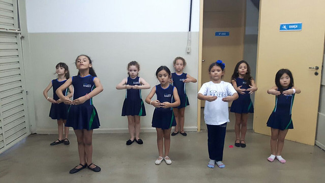 aula de balé clássico - educação infantil