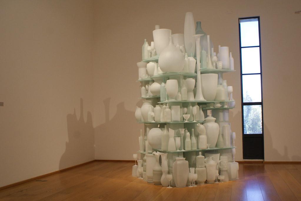 Sculptures de verre inspiré des natures mortes de Morandini au Mambo de Bologne.