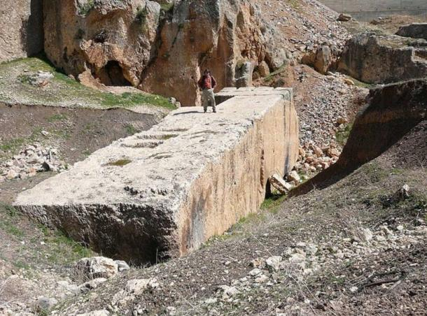 The-Stone-of-the-Pregnant-Woman-at-Baalbek
