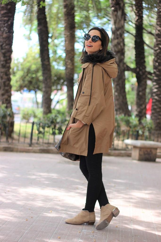 Rayas y gabardina_ Rojo Valentino Blog (10)
