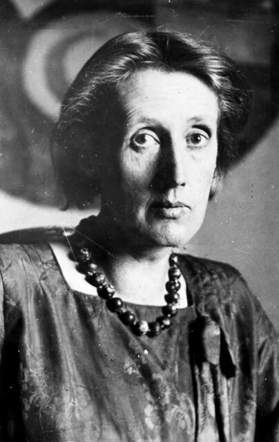 virginia woolf imitation Virginia woolf's struggle with mental illness led her to commit suicide, which cunningham depicts in the novel's prologue the rest of the novel is filled with a sense of foreboding, because every scene is.