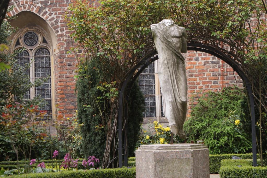 Musée d'architecture dans la cour de l'ancien monastère des bernardins à Wroclaw. Ici dans la cour.