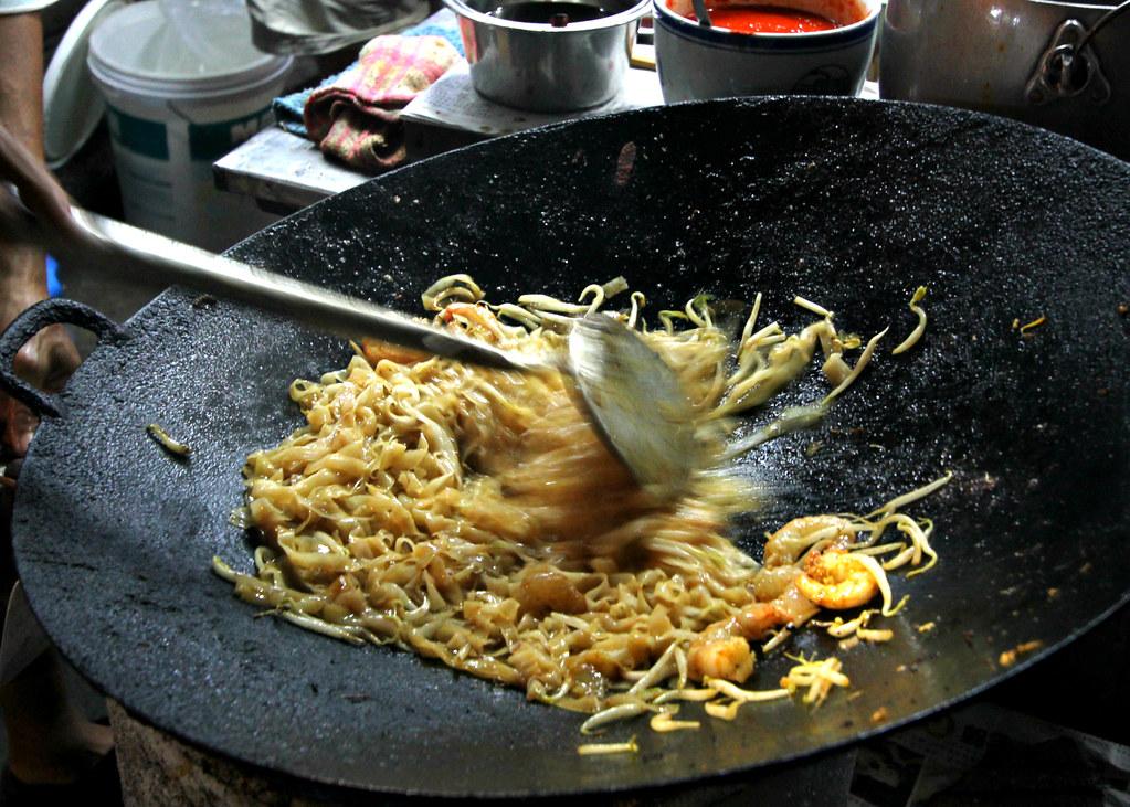 chulia-street-night-market-char-kway-teow-preparation