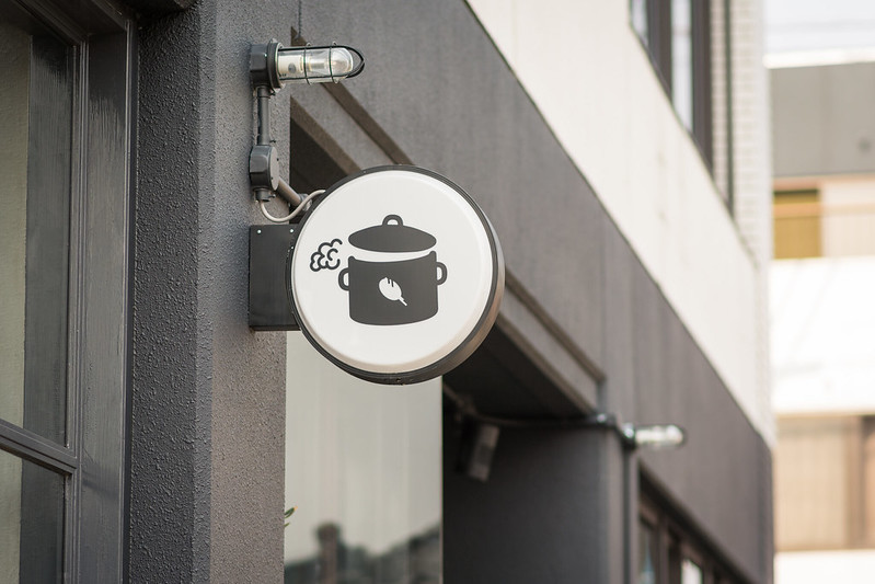 YR CAFE屋外のシンボルマーク