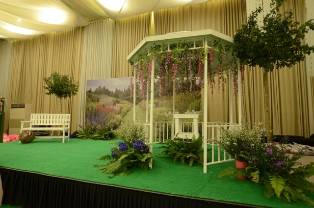 stage (2)