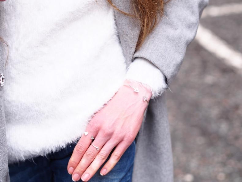 Jewellerybox dainty rings and bracelet