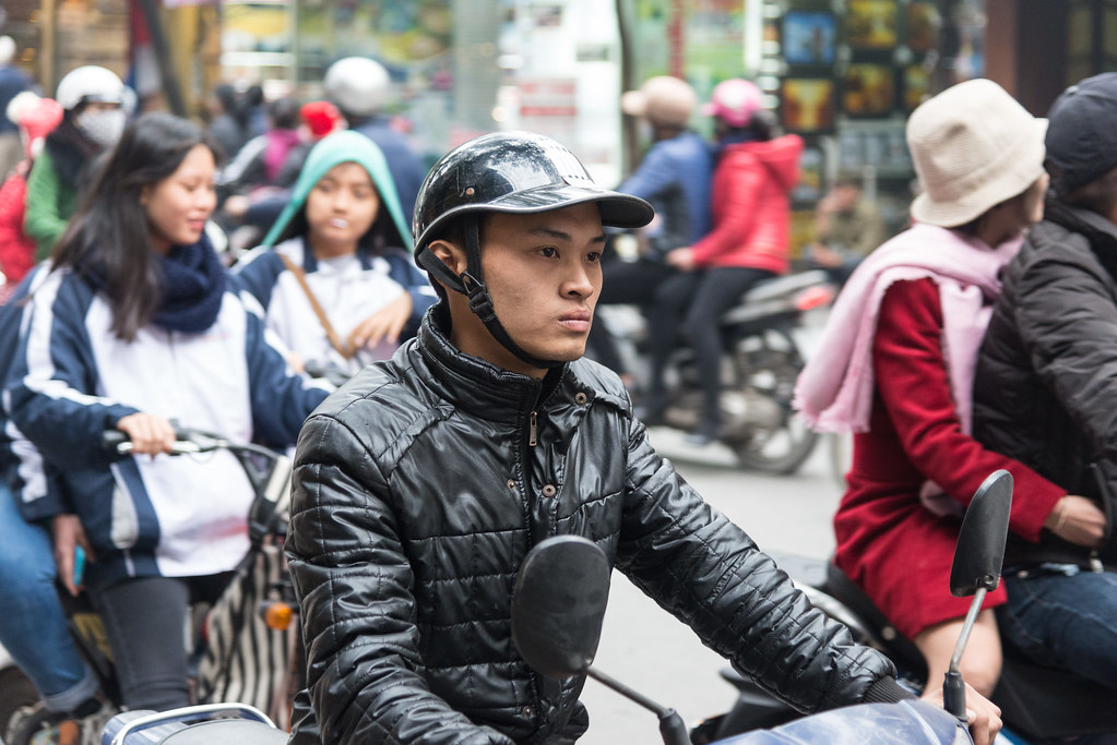 Motorradfahrer in Hanoi