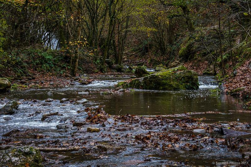 Río Iñarbegi con la Cascada de Xorroxin al fondo