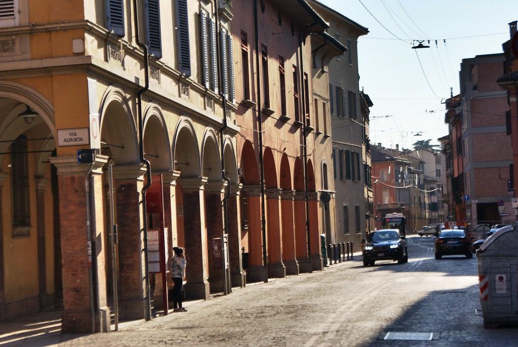 Arcades ou portiques de Bologne : Plus de 40 km de passage couvert.