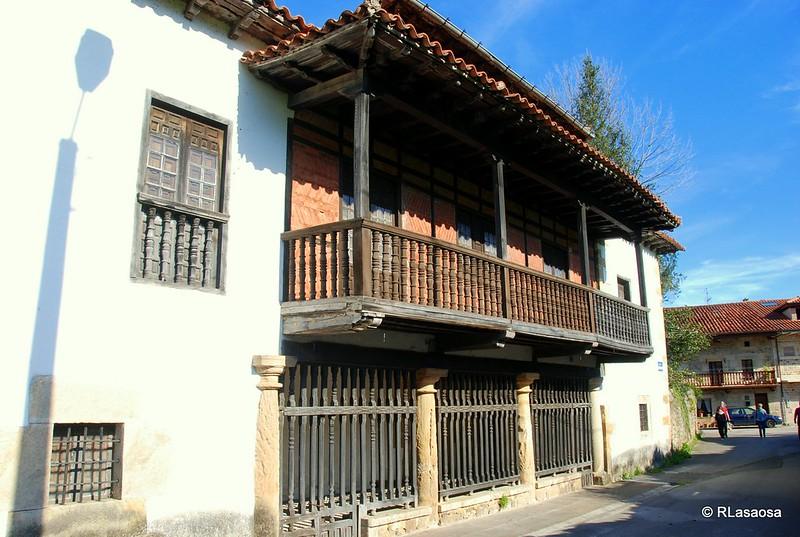 Fachada posterior y balconada de la casona de los Losada