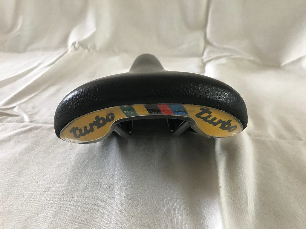 07f93a849d3 It s said that it has a bit more padding at the nose and at the back. Nice  leather grain. Quite difficult to find this type of saddle