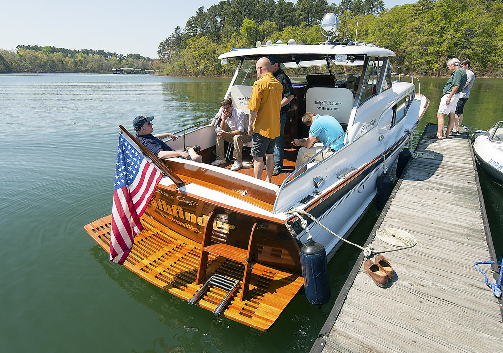 Cabin Cruiser Chris Craft